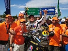 O piloto de moto frances David Casteu da equipe Casteau ELF Sherco, conquista o quarto lugar na categoria motos na 18a edicao do Rally Internacional dos Sertoes 2010. Com este titulo, Casteau tambem conquista o titulo de primeiro lugar no Campeonato Mundial de Rally Cross Country da FIM (Federacao Internacional de Motociclismo) na categoria motos ate 450 cilindradas. O evento teve inicio na cidade de Goiania (GO) no dia 11/08 e terminou no dia 20/08, na cidade de Fortaleza (CE). Sobral/CE, Brasil - 20/08/2010. Foto: Theo Ribeiro / Fotoarena
